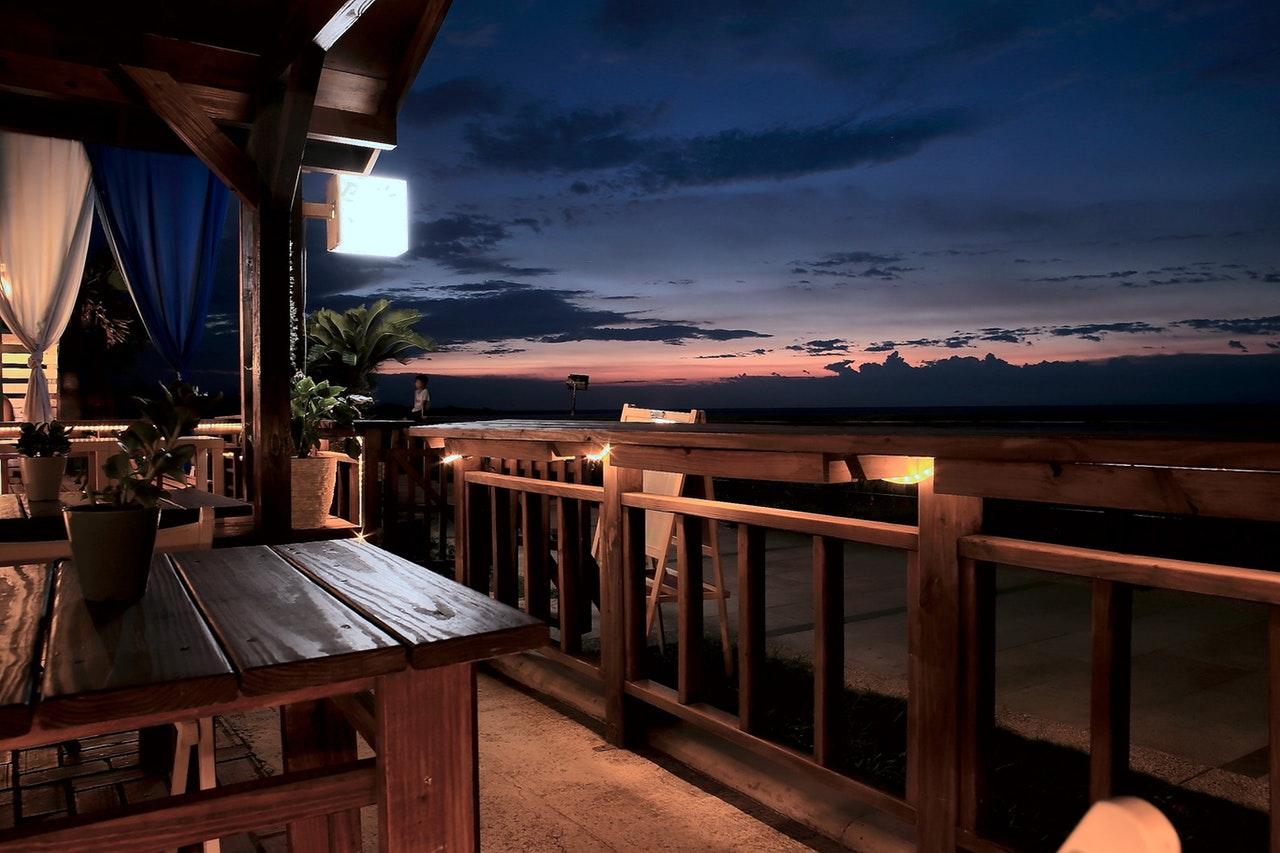 Jakie meble wybrać na balkon i taras?